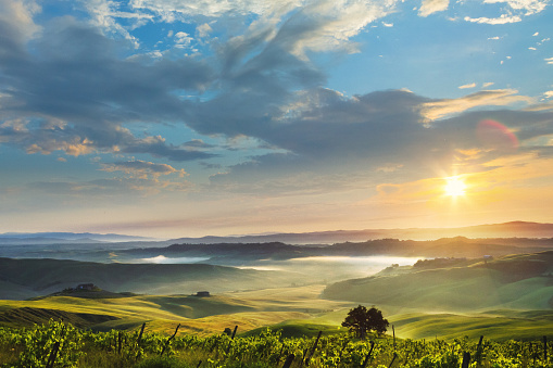 Agricultural Building「Sunrise in Tuscany, location: Crete Senesi」:スマホ壁紙(4)
