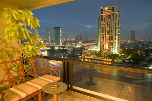 Balcony「Thailand, Bangkok, view of Chao Praya River from balcony, night」:スマホ壁紙(14)