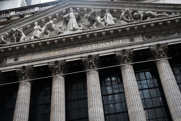 New York Stock Exchange「Apple's Warning On Revenue Forecast Sends Markets Down」:写真・画像(1)[壁紙.com]