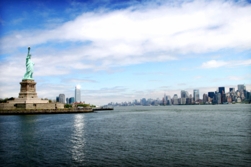 Liberty Island「The New York City skyline with the Statue of Liberty」:スマホ壁紙(14)