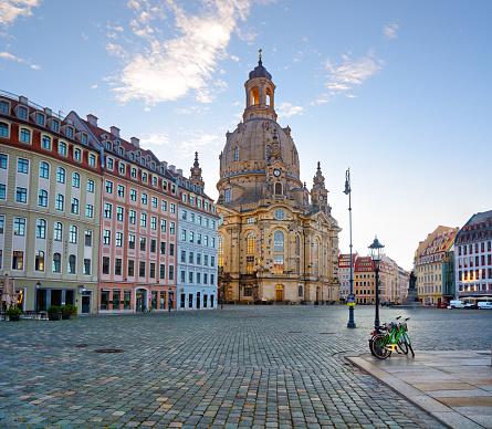 Cathedral「Dresden Neumarkt square at sunrise」:スマホ壁紙(9)