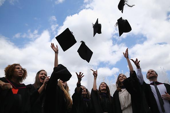 UK「Graduates Celebrate On The Southbank」:写真・画像(14)[壁紙.com]