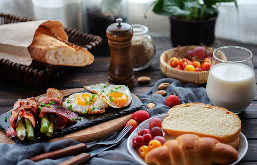 Preparing Food「homemade healthy breakfast: toasted bread, fried egg,bacon and asparagus」:スマホ壁紙(18)