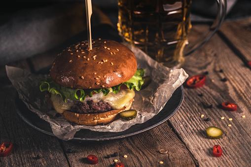 Cheeseburger「Tasty burger and mug of beer on wooden table」:スマホ壁紙(19)
