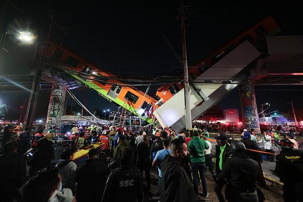 Mexico「Metro Bridge Collapses in Mexico City」:写真・画像(11)[壁紙.com]