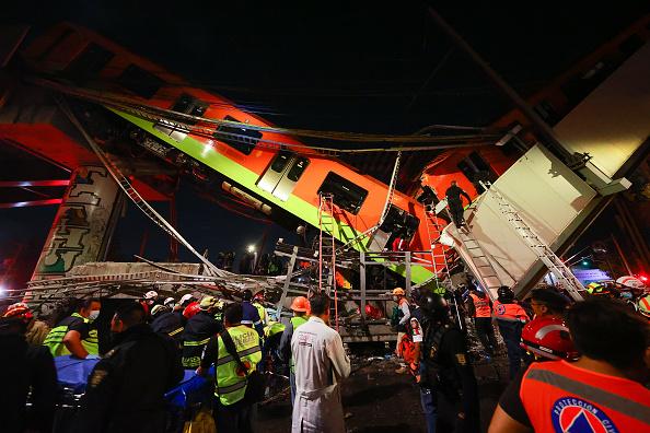 Mexico「Metro Bridge Collapses in Mexico City」:写真・画像(17)[壁紙.com]