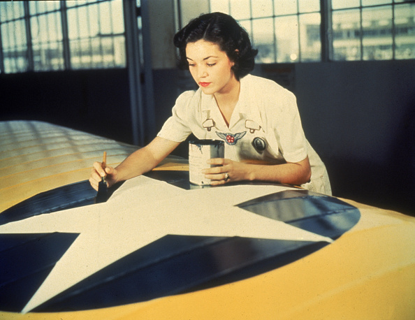 Working「Painting Aircraft Insignia」:写真・画像(3)[壁紙.com]