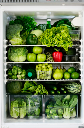 Broccoli「red peper in fridge full of green food」:スマホ壁紙(16)