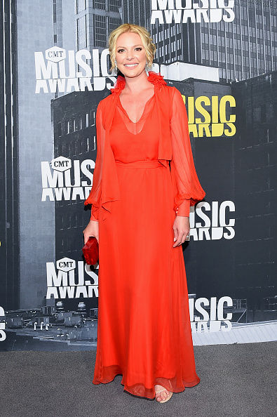Katherine Heigl「2017 CMT Music Awards - Arrivals」:写真・画像(9)[壁紙.com]