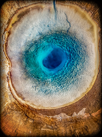 Volcano「Top view of Strokkur Geyser prior to erupting, Iceland. This image is shot with a drone. 」:スマホ壁紙(3)