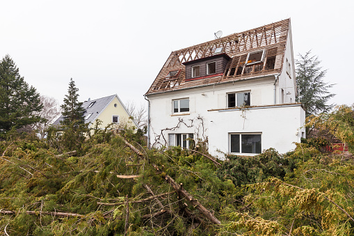 Demolishing「Germany, Stuttgart, demolition of a detached house」:スマホ壁紙(18)
