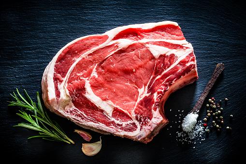 Rib Steak「Raw rib steak shot from above on black background」:スマホ壁紙(3)