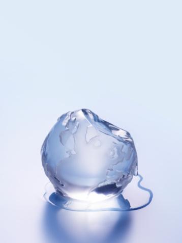 Extreme Weather「Melting ice in shape of globe, close-up」:スマホ壁紙(11)