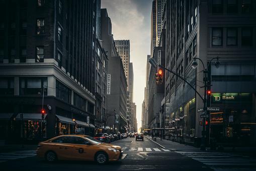 New York State「Madison Avenue street scene in late light」:スマホ壁紙(11)