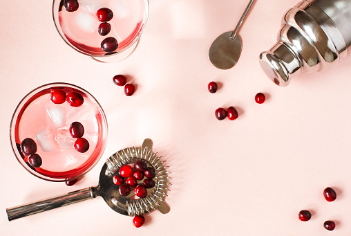 Cranberry「Cranberry cocktail and cocktail making equipment」:スマホ壁紙(15)