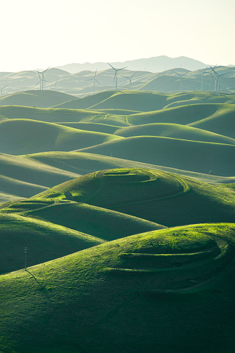 Atmosphere「Wind Turbines in rolling landscape, Livermore, Brushy Peak Regional Preserve, California, America, USA」:スマホ壁紙(14)