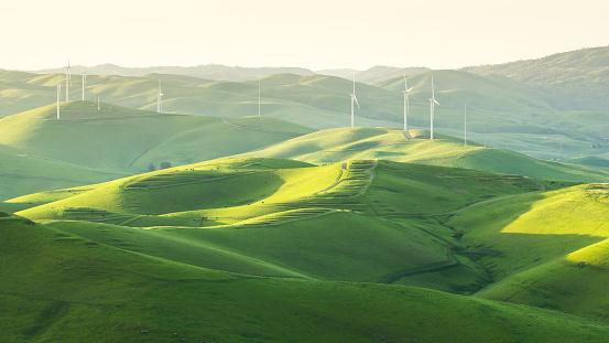 Wind Power「Wind Turbines in rolling landscape, Brushy Peak, California, America, USA」:スマホ壁紙(16)