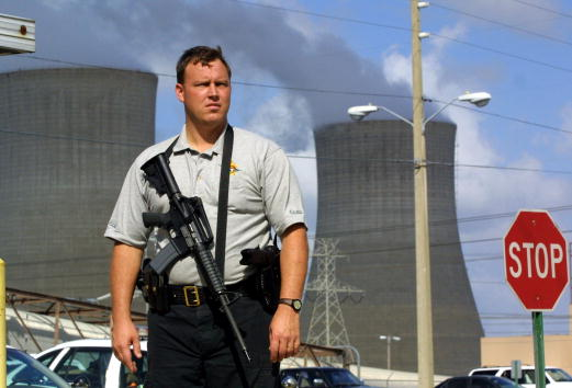Joe Raedle「Nuclear Power Plants Tighten Their Security」:写真・画像(11)[壁紙.com]
