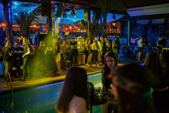 Nightclub「Europe Reins In Nightlife To Curb Covid-19 Surge」:写真・画像(7)[壁紙.com]