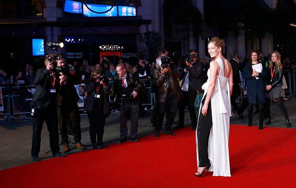ロンドン国際映画祭「'A United Kingdom' - Opening Night Gala - 60th BFI London Film Festival」:写真・画像(13)[壁紙.com]