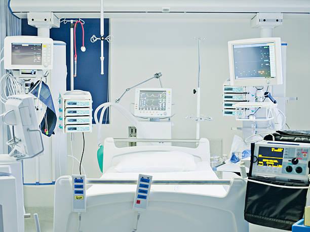 Empty hospital bed in intensive care:スマホ壁紙(壁紙.com)