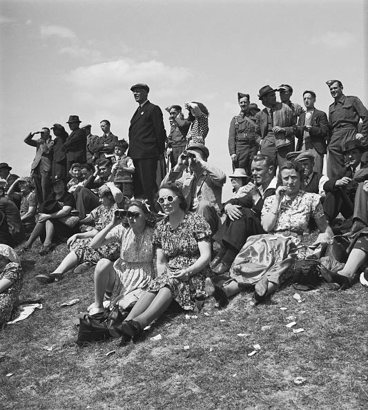 Grass Family「1941 Wartime Derby at Newmarket」:写真・画像(1)[壁紙.com]