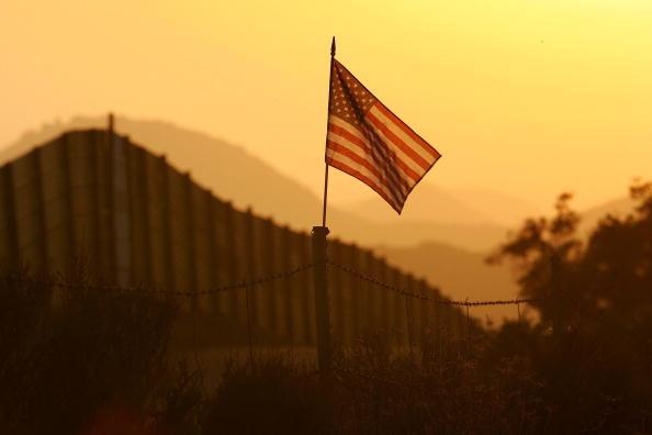 Emigration and Immigration「US-Mexico Border Fence Impacts Borderlands Environment」:写真・画像(11)[壁紙.com]