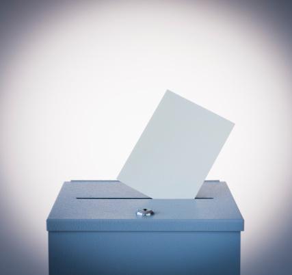 Voting Ballot「Ballot box and blank paper, studio shot」:スマホ壁紙(1)
