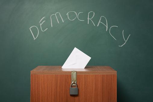 Voting Ballot「Ballot Box Before Green Blackboard With Word Democracy Written On」:スマホ壁紙(4)