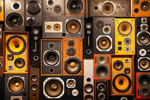 1980-1989「Wall of retro vintage style Music sound speakers」:スマホ壁紙(1)