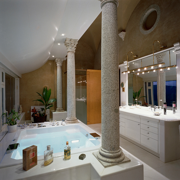 Home Decor「View of a deluxe bathroom」:写真・画像(17)[壁紙.com]