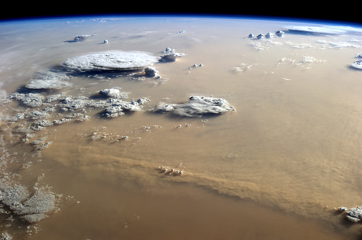 Spinning「View of a dust storm that stretches across the sand seas of the Sahara Desert.」:スマホ壁紙(18)