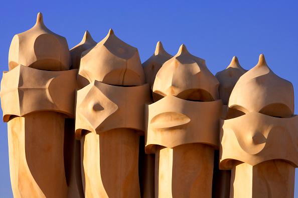アントニ・ガウディ「View of a detail of the exterior of Casa Mila」:写真・画像(19)[壁紙.com]