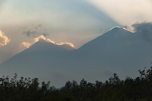 アグア火山「Volcan de Agua and Volcan de Fuego volcanoes」:スマホ壁紙(19)