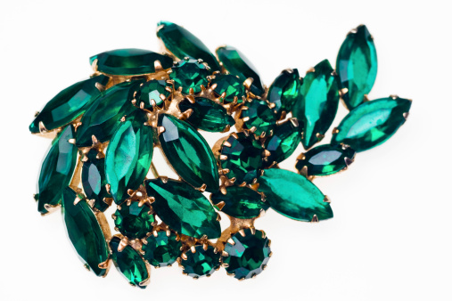 Costume Jewelry「Vintage emerald green brooch isolated on a white background」:スマホ壁紙(17)