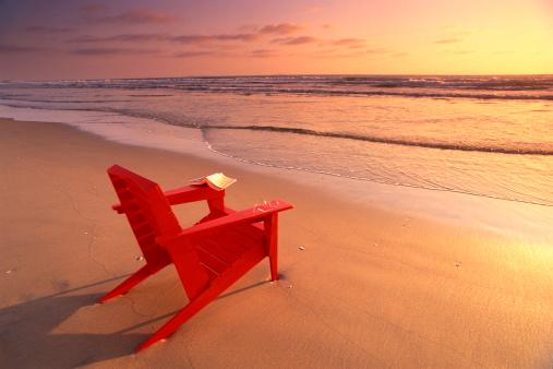 Adirondack Chair「Red chair on beach」:スマホ壁紙(2)