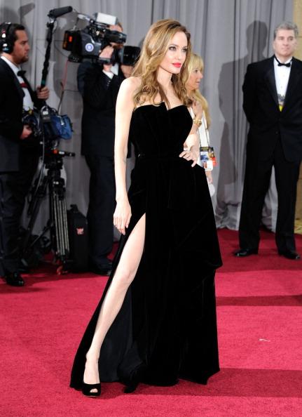 アンジェリーナ・ジョリー「84th Annual Academy Awards - Arrivals」:写真・画像(4)[壁紙.com]