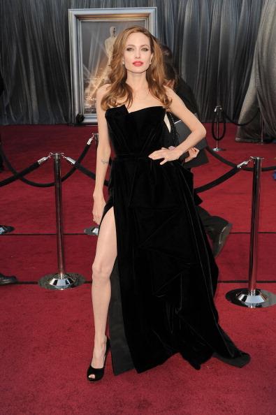 アンジェリーナ・ジョリー「84th Annual Academy Awards - Arrivals」:写真・画像(11)[壁紙.com]