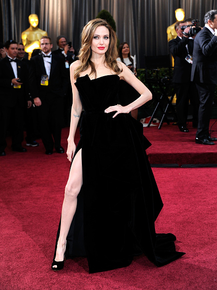 アンジェリーナ・ジョリー「84th Annual Academy Awards - Arrivals」:写真・画像(13)[壁紙.com]