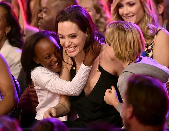アンジェリーナ・ジョリー「Nickelodeon's 28th Annual Kids' Choice Awards - Show」:写真・画像(6)[壁紙.com]