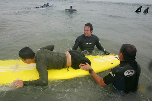 David McNew「San Onofre Beach Host A Surf Camp For Injured Soldiers」:写真・画像(2)[壁紙.com]