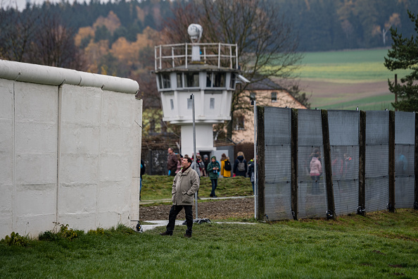 Anniversary「Germany Celebrates 30th Anniversary Of Berlin Wall」:写真・画像(13)[壁紙.com]
