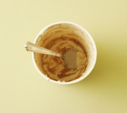 Ice cream「Empty ice cream container with spoon」:スマホ壁紙(9)