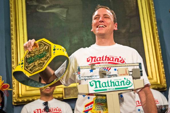 Nathan Burton「NYC Mayor De Blasio Hosts Nathan's Hot Dog Eating Contest Weigh In Ceremony」:写真・画像(11)[壁紙.com]
