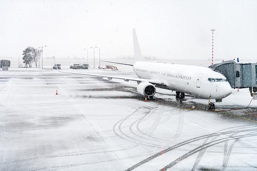 Commercial Airplane「Airplane & winter travel」:スマホ壁紙(8)