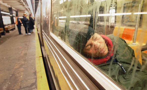 Subway Train「NYC Conducts City-Wide Census Of Homeless Persons」:写真・画像(9)[壁紙.com]