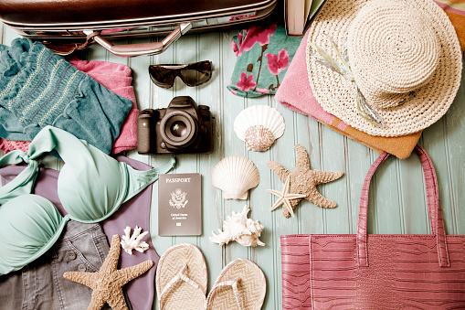 Flip-Flop「Summer vacation items arranged in knolling pattern.」:スマホ壁紙(14)