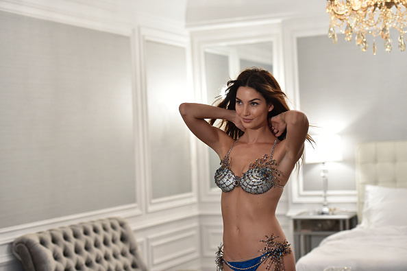 Mike Coppola「Victoria's Secret Fantasy Bra Campaign Behind-The-Scenes With Lily Aldridge」:写真・画像(0)[壁紙.com]
