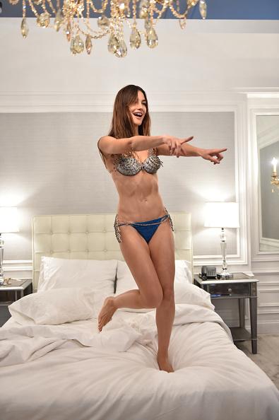 Mike Coppola「Victoria's Secret Fantasy Bra Campaign Behind-The-Scenes With Lily Aldridge」:写真・画像(2)[壁紙.com]