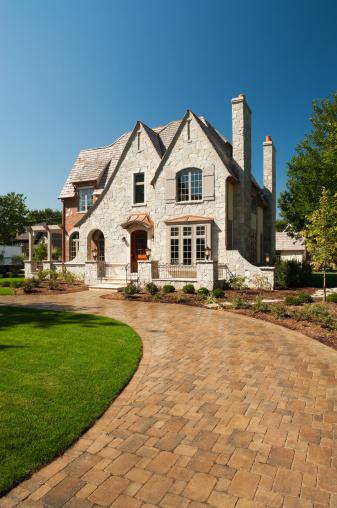 Paving Stone「Suburban mansion with paver driveway.」:スマホ壁紙(17)